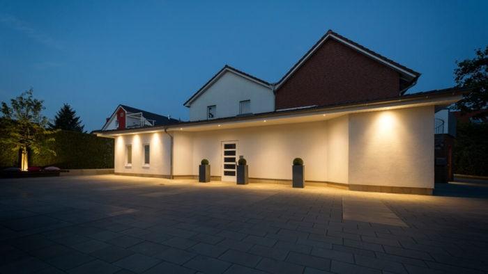 Bestattungshaus Bei Nacht