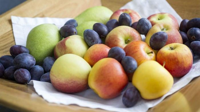 Pflaumen Und Äpfel