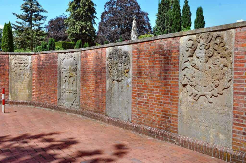 Urnenwand Auf Dem Alten Friedhof Lingen