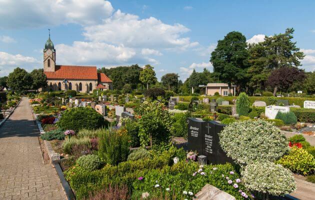 Gräber Auf Dem Friedhof In Biene