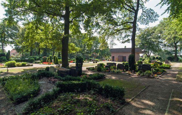 Gräber Des Friedhofs In Estringen